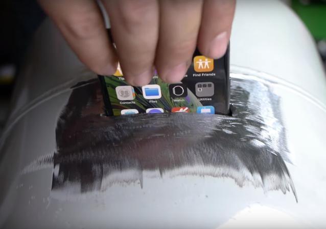 ¿Qué le pasaría a un iPhone que pasase 24 horas metido en un tanque de propano?