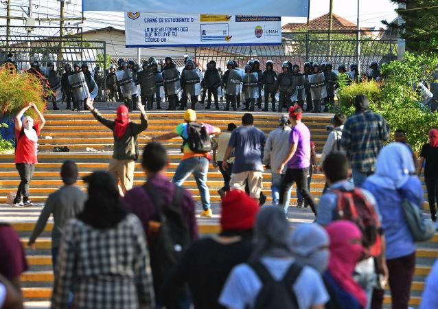 Un operativo policial en la UNAH, Honduras