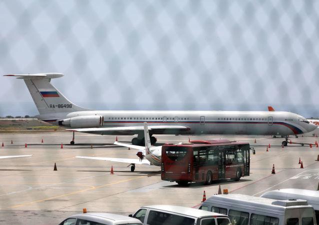 Un avión ruso en el aeropuerto de Caracas, Venezuela