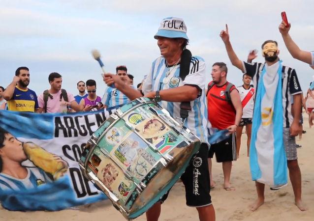 Los hinchas argentinos se preparan para el enfrentamiento contra la selección de Venezuela