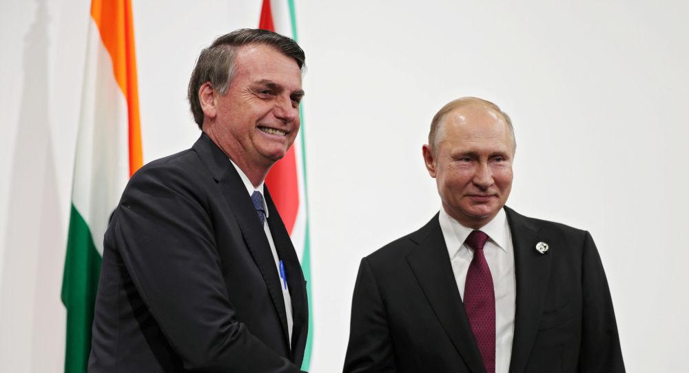 El presidente de Brasil, Jair Bolsonaro y su homólogo ruso, Vladímir Putin durante la cumbre del G20 en Osaka, Japón