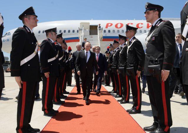 Presidente de Rusia, Vladímir Putin, en el aeropueto de Roma, Italia