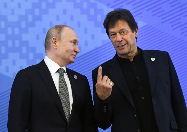 El presidente de Rusia, Vladímir Putin junto al primer ministro de Pakistán, Imran Khan