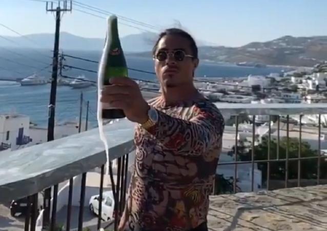 'Saltbae' descorcha una champaña