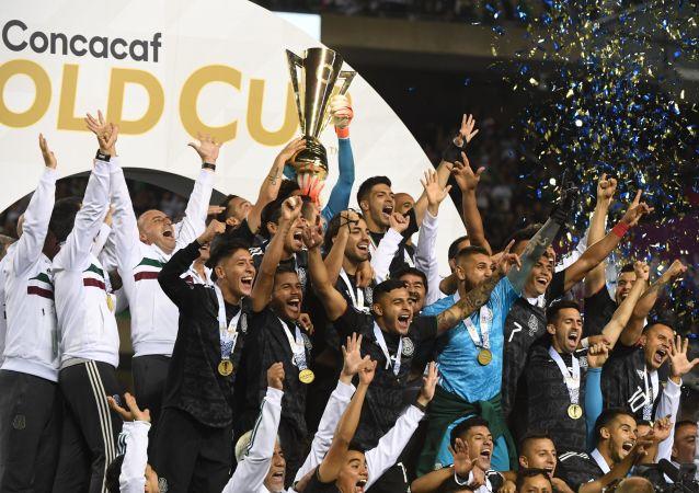 La selección mexicana alza la Copa Oro 2019