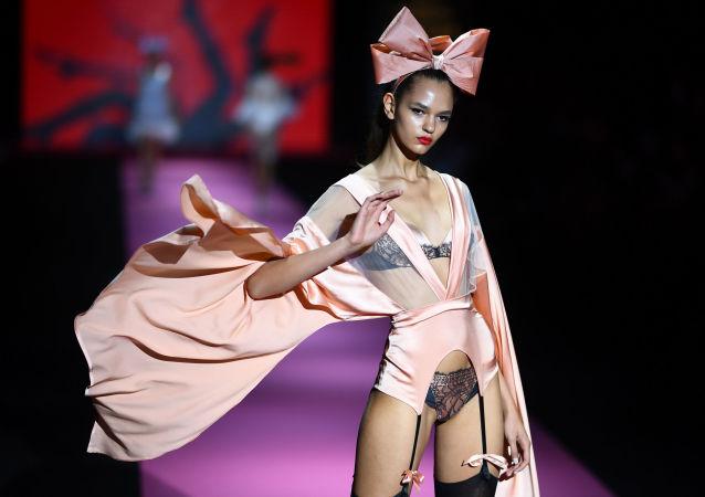 Las 50 sombras de lencería: lo más elegante de la Semana de la Moda de Madrid