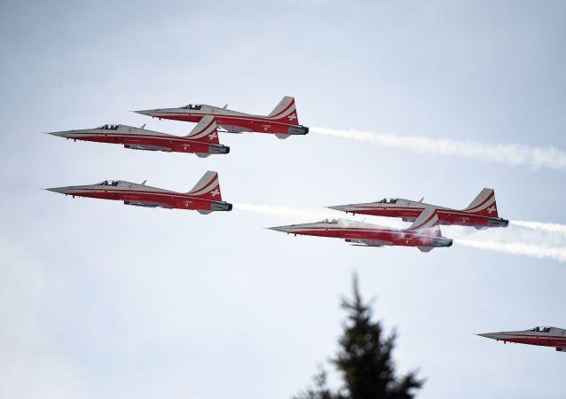 El equipo acrobático suizo Patrouille Suisse
