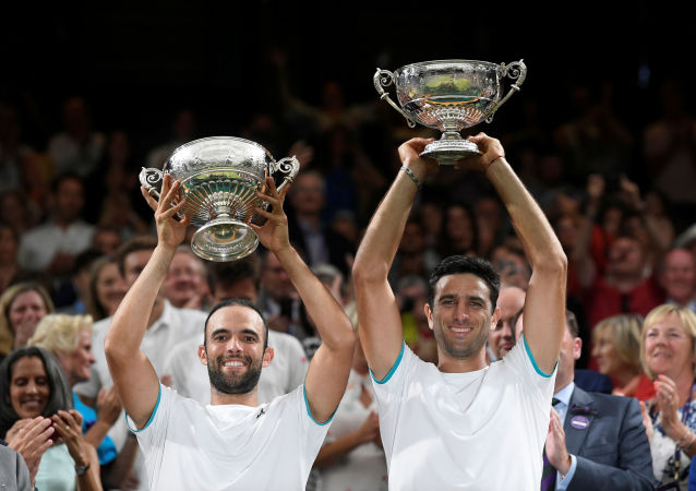 Juan Sebastián Cabal y Robert Farah celebran su victoria en Wimbledon