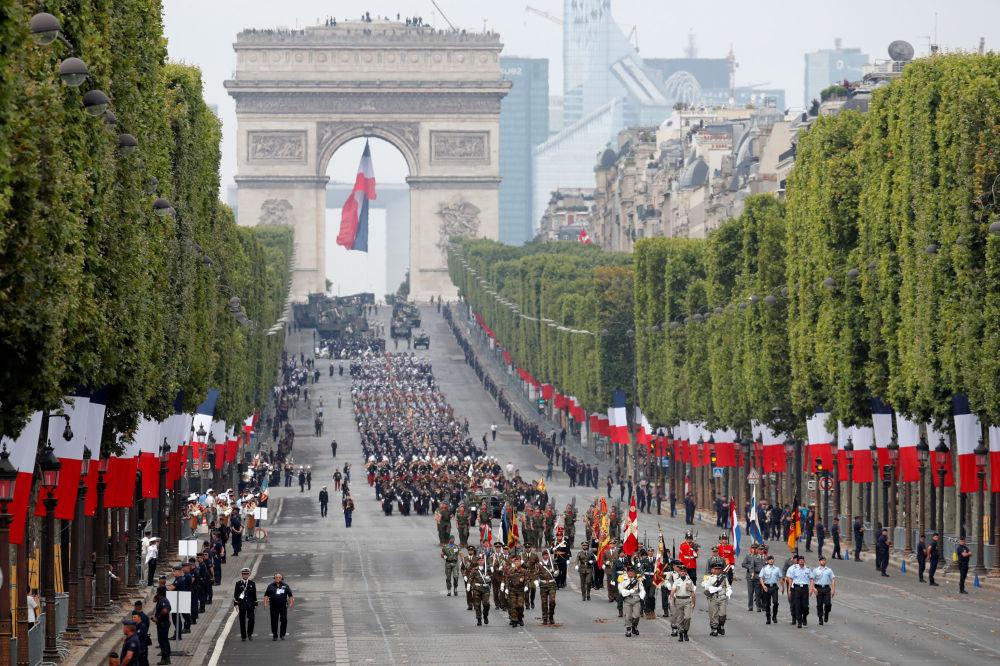 El presidente de Rusia Vladímir Putin envió un telegrama de felicitación a Emmanuel Macron. El líder ruso destacó el papel de Moscú y París para garantizar la seguridad y la estabilidad en Europa.
