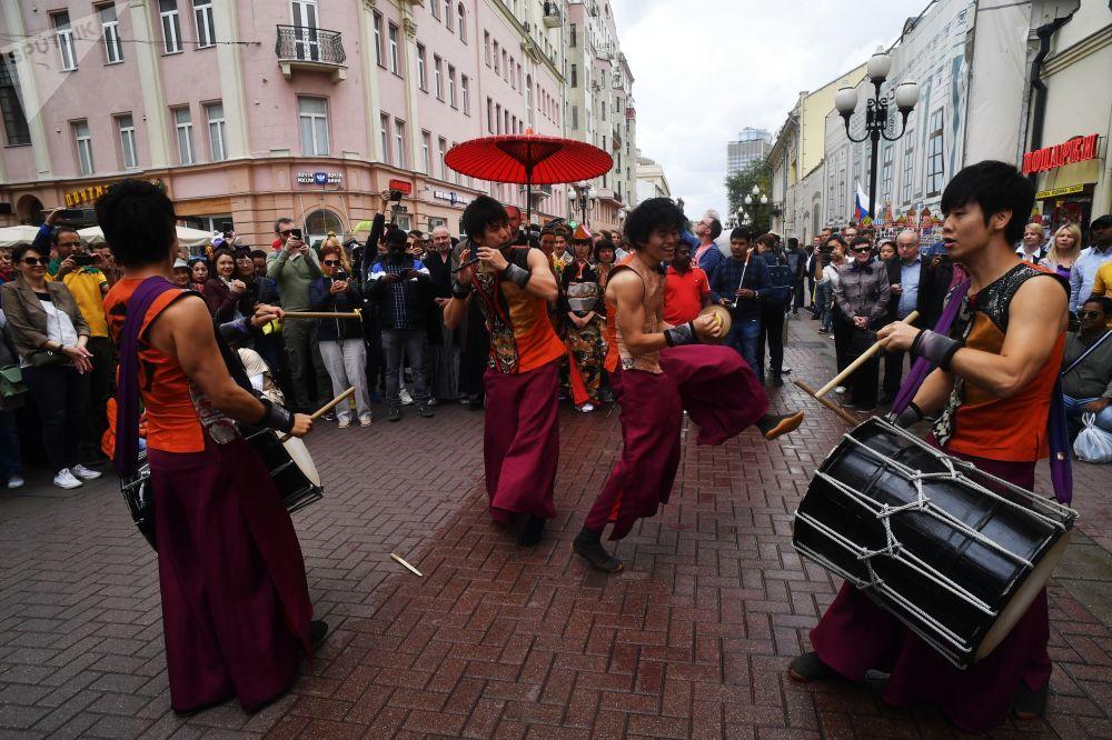 Al final del festival hubo una actuación de tamborileros japoneses tradicionales.