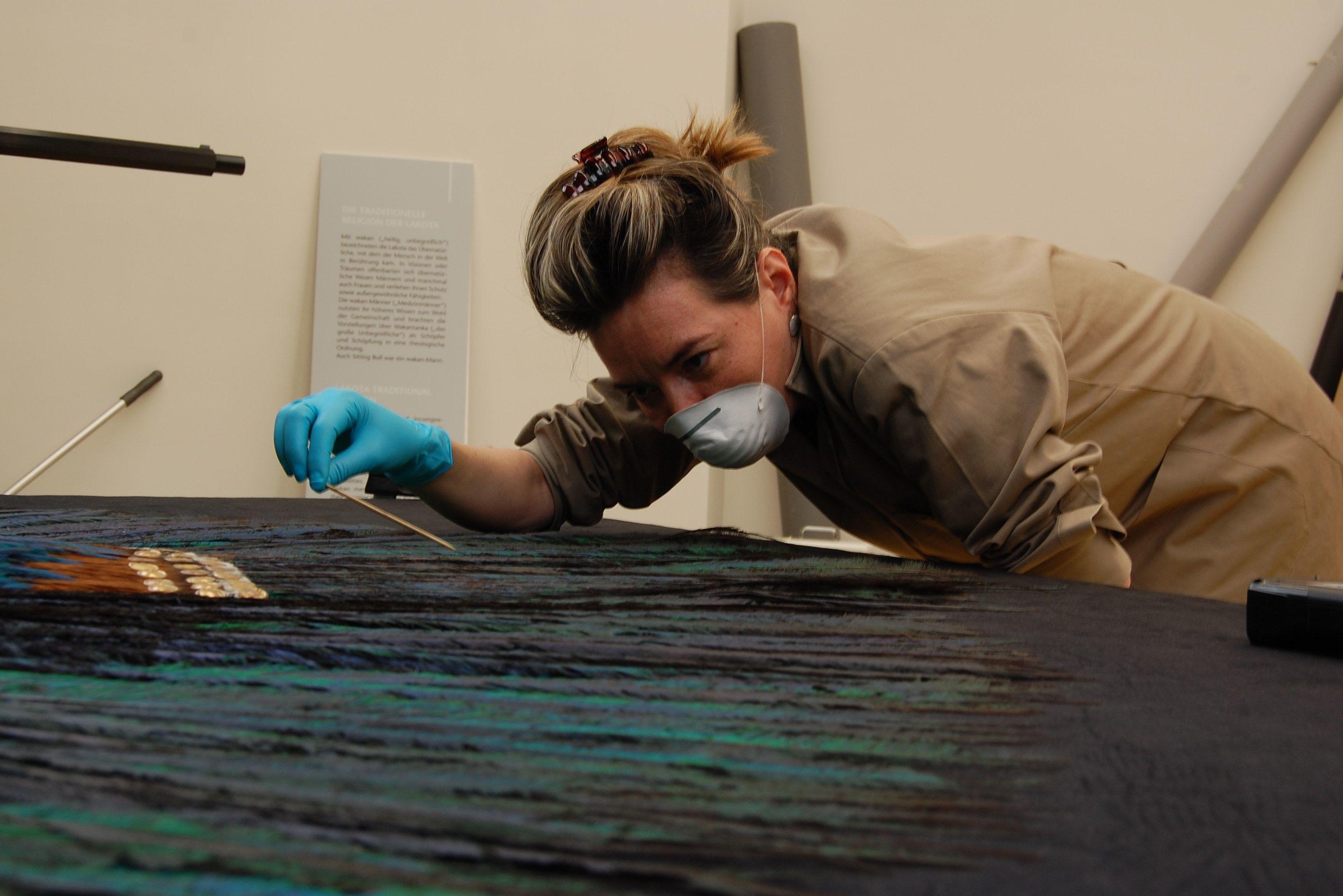 Archivo del proyecto binacional México - Austria 'Conservación del Penacho del México Antiguo', Museo del Mundo de Viena, junio de 2012
