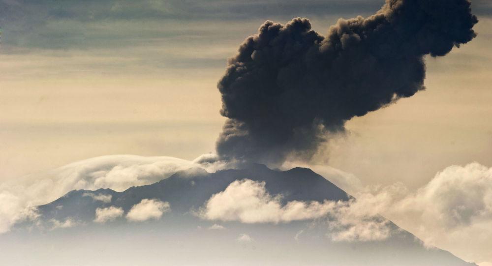 El volcán Ubinas en Perú