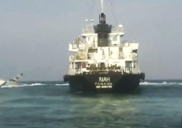Un petrolero retenido por Irán