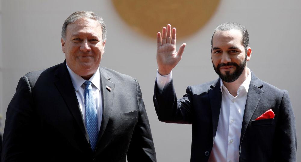 El presidente de El Salvador, Nayib Bukele, junto al secretario de Estado de EEUU, Mike Pompeo