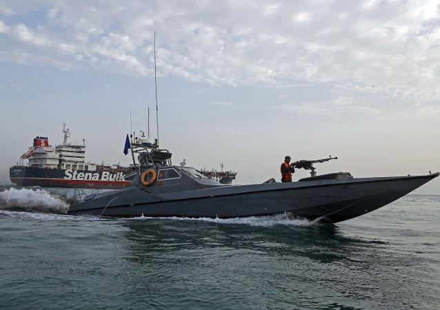 Patrullaje en el estrecho de Ormuz (imagen referencial)