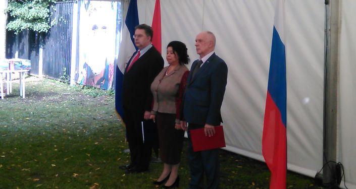 Embajadora Alba Torres con Alexandr Schetinin (iz)