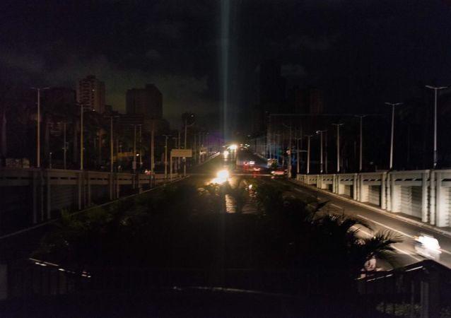 La calles sumergidas en la oscuridad a raíz del nuevo apagón en Venezuela