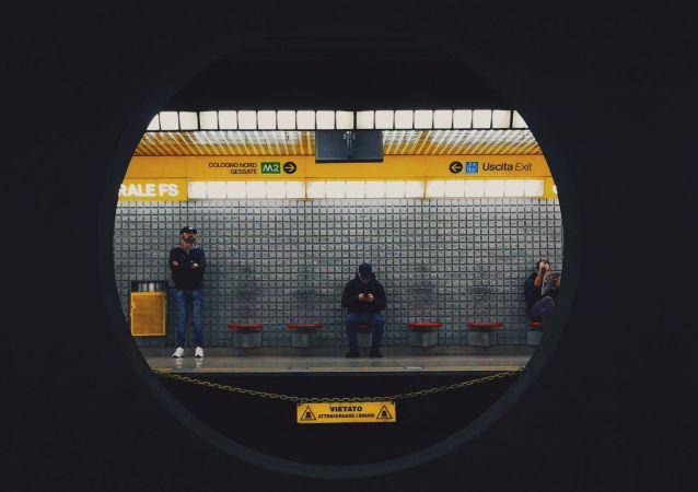 Metro de Milano, Italia