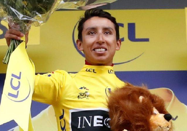 El ciclista colombiano Egan Bernal, luego de ganar la etapa 19 del Tour de France