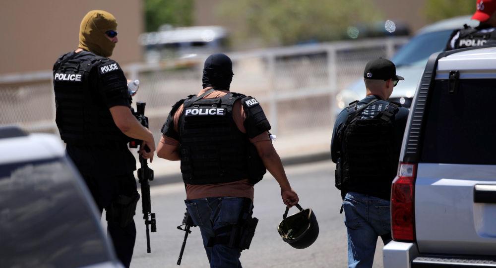 Policía en el lugar de un tiroteo en El Paso
