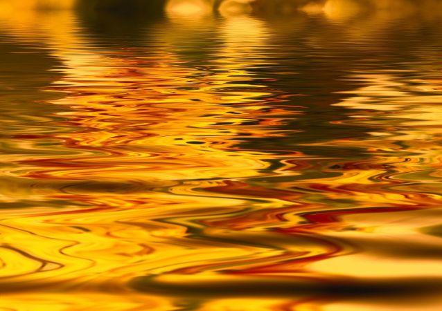 Líquido dorado