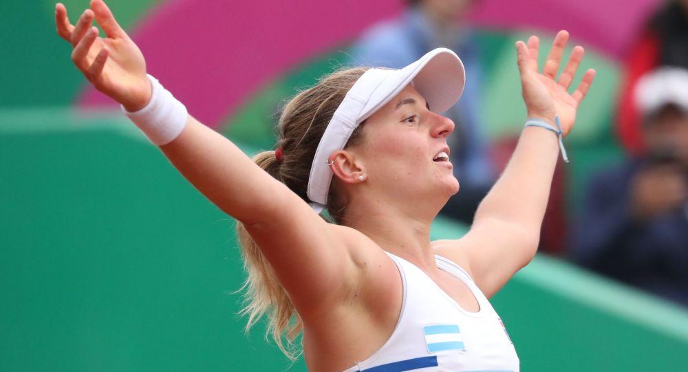 Nadia Podoroska celebra su victoria ante Caroline Dolehide en los Juegos Panamericanos de Lima