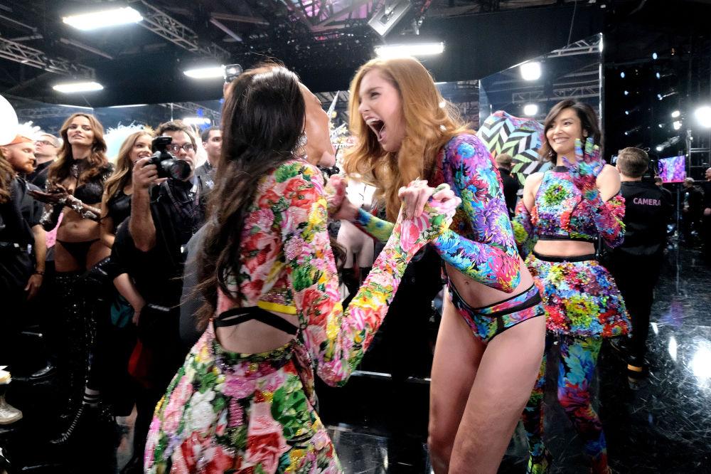 Las modelos divirtiéndose durante el Victoria's Secret Fashion Show que tuvo lugar el 8 de noviembre del 2018 en Nueva York.