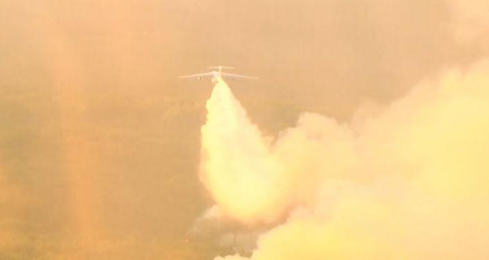 Los militares rusos siguen luchando contra los incendios que azotan Siberia