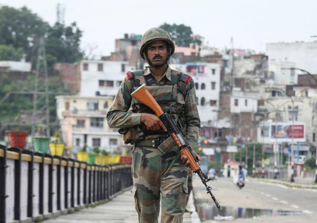 Militar indio en Jammu