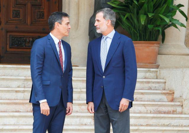 El presidente del Gobierno español en funciones, Pedro Sánchez y el rey de España, Felipe VI