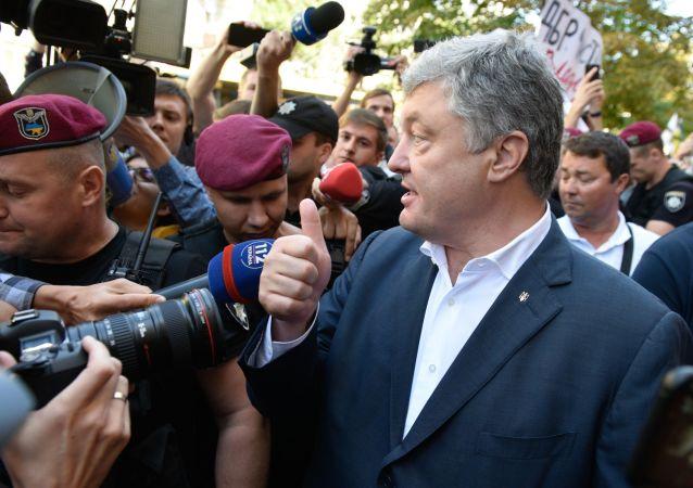 El expresidente ucraniano, Petró Poroshenko llega al interrogatorio el 12 de agosto de 2019