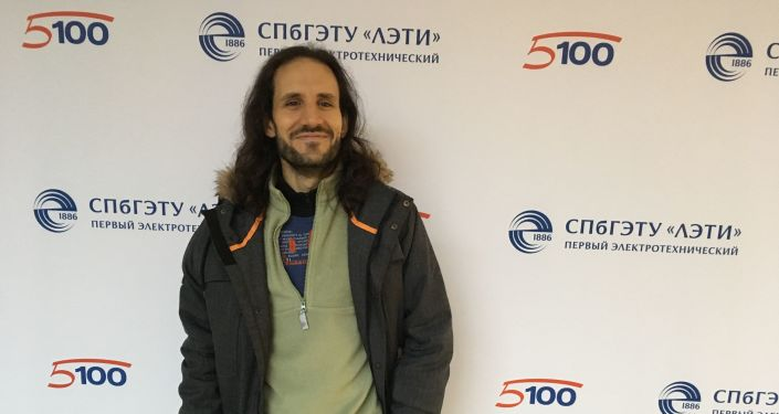 Pablo Badillo en una conferéncia en la universidad de San Petersburgo