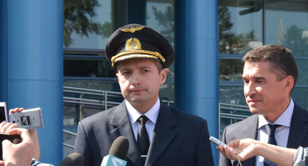 El piloto al mando del Airbus A321 Damir Yusupov