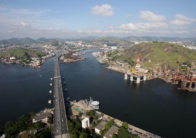 Puente del Río-Niteroí