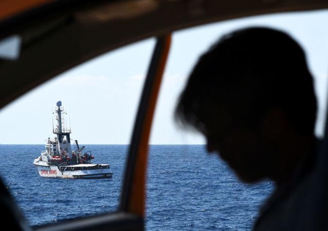 El barco de rescate de la ONG española Open Arms