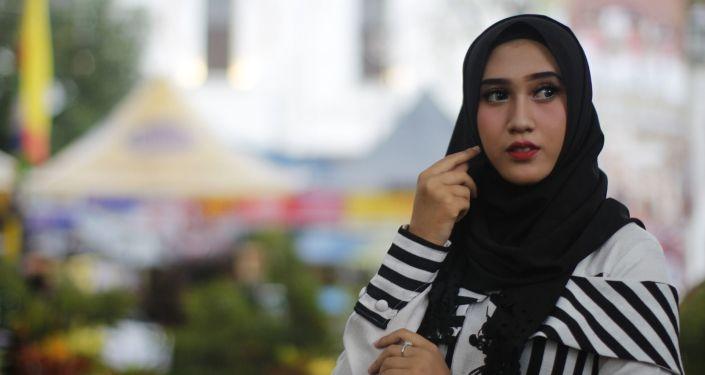 Una chica musulmana con hiyab