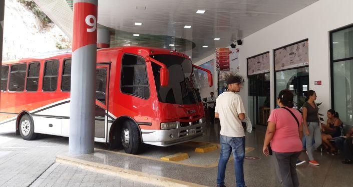 Los autobuses tienen varias rutas desde La Guaira, al norte de Venezuela