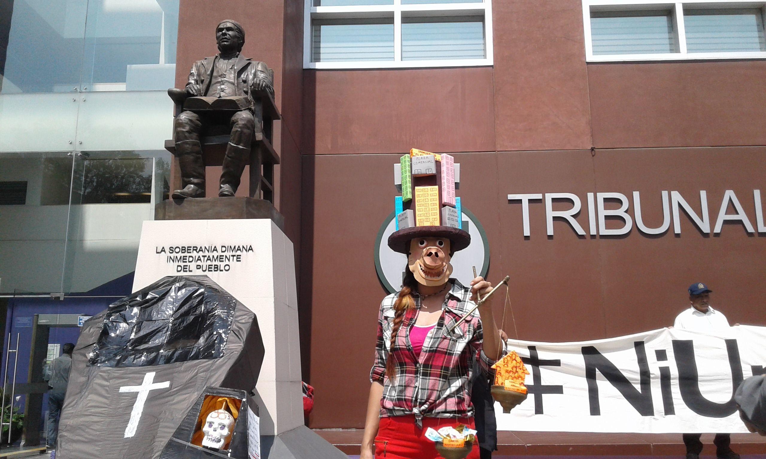 Movilización hacia el Tribunal Superior de Justicia, reclamando el cese de la expulsión arbitraria de la población originaria del centro de la ciudad de México