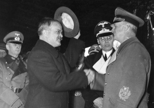 Ribbentrop y Mólotov