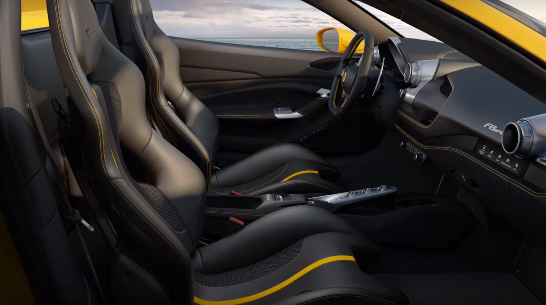 El interior del nuevo V8 de Ferrari