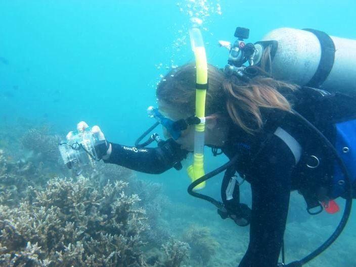 Adriana Humanes en los arrecifes de Coral