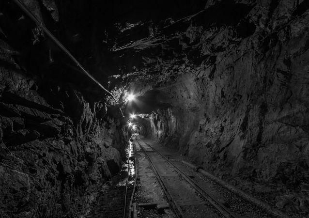 Un túnel en una mina