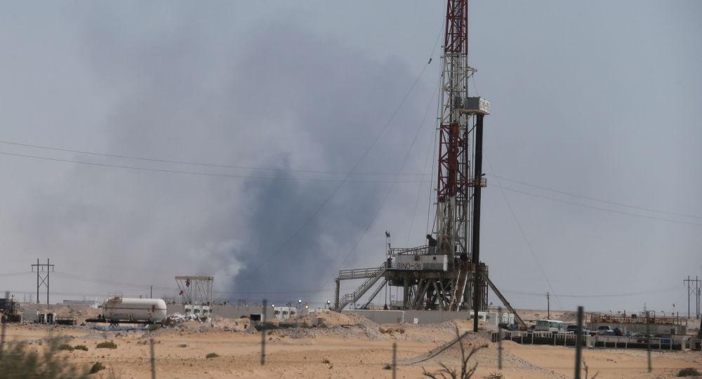 El humo en la petrolera saudí Aramco tras el ataque con drones