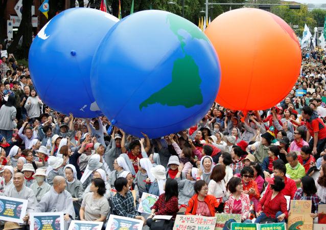 Participantes de una protesta contra el cambio climático en Corea del Sur