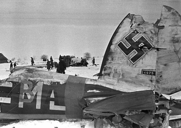 El aeródromo nazi tras el asalto de los aviones soviéticos