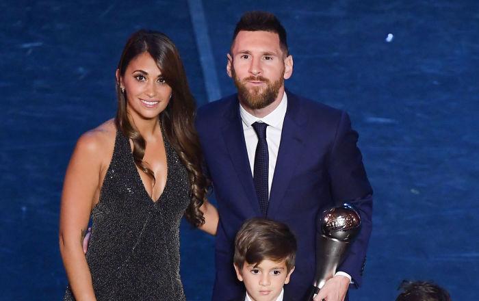 Los futbolistas cambian sus franelas por trajes de gala para recibir los premios FIFA