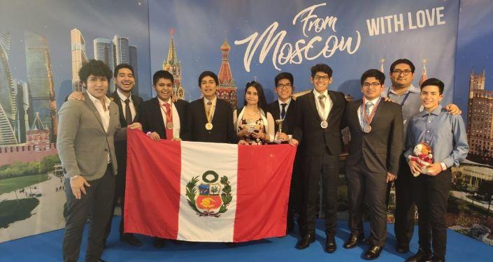 Estudiantes peruanos alcanzan 3er puesto en Olimpiada Internacional de Ciencias en Moscú
