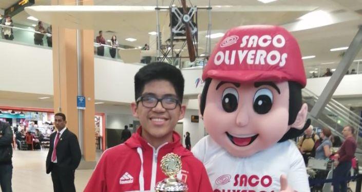 Estudiante peruano premiado en Olimpiada de Ciencias Metrópolis en Moscú