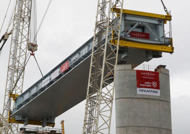 Construcción del puente de Morandi en Italia