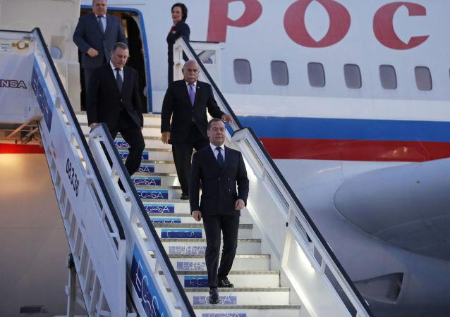 La llegada del primer ministro ruso a Cuba